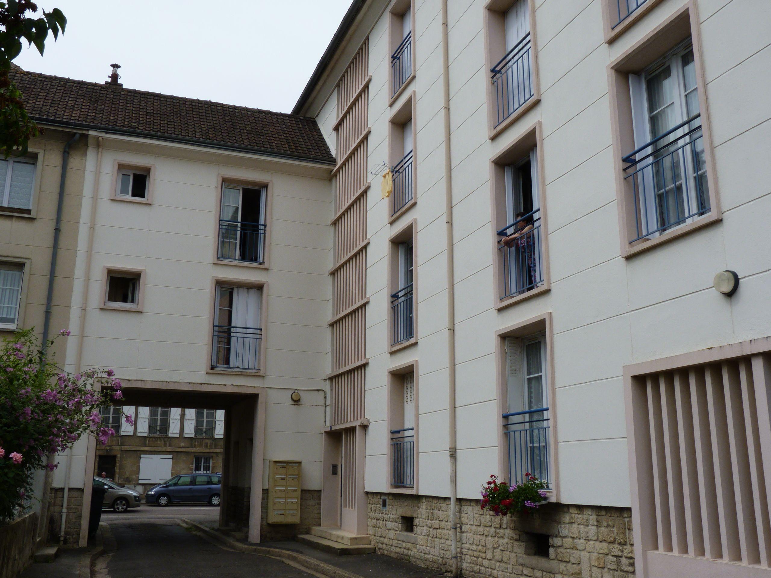 Logement argentan locataion appartement t1 for Entretien exterieur locataire