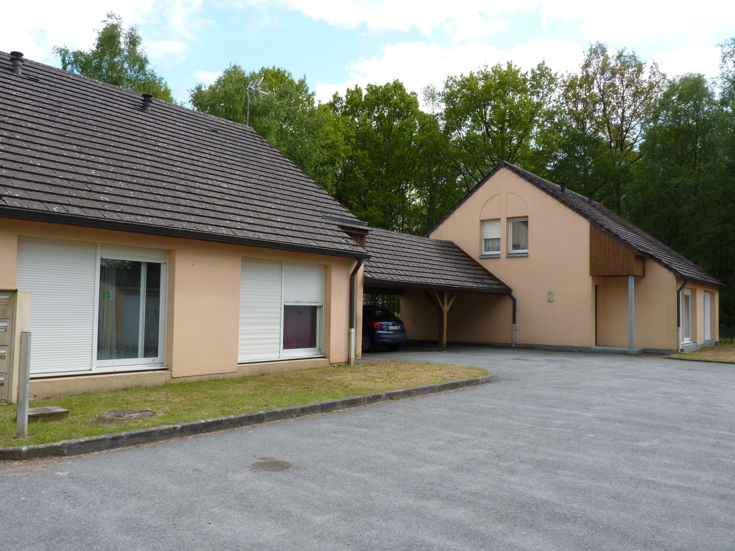 Logement la fert fresnel locataion garage orne for Entretien exterieur locataire
