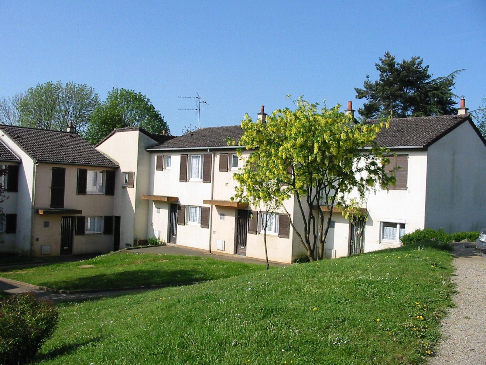 Logement soligny la trappe locataion garage orne for Entretien exterieur locataire