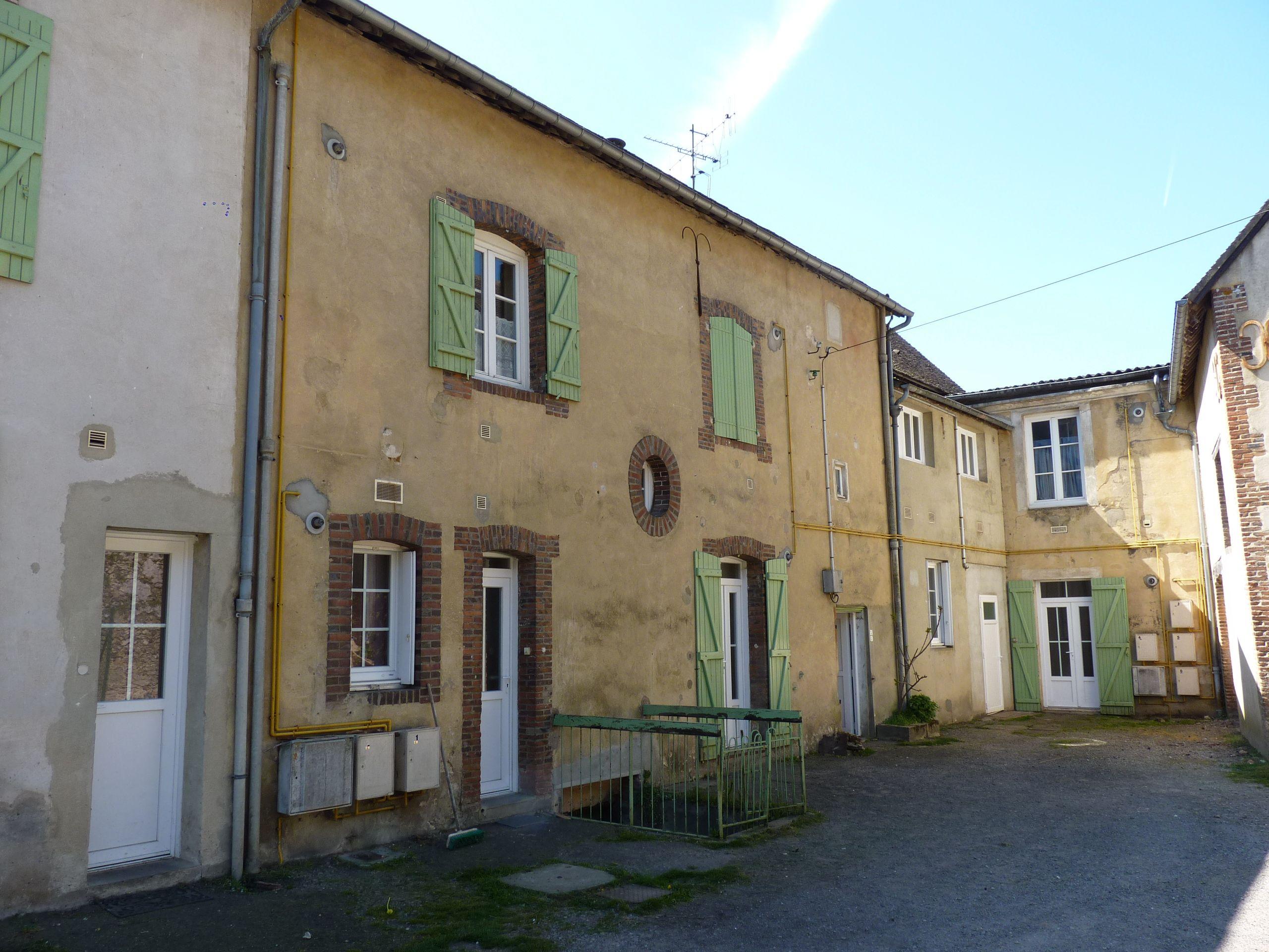 Logement longny au perche locataion appartement t1 33 for Entretien exterieur locataire